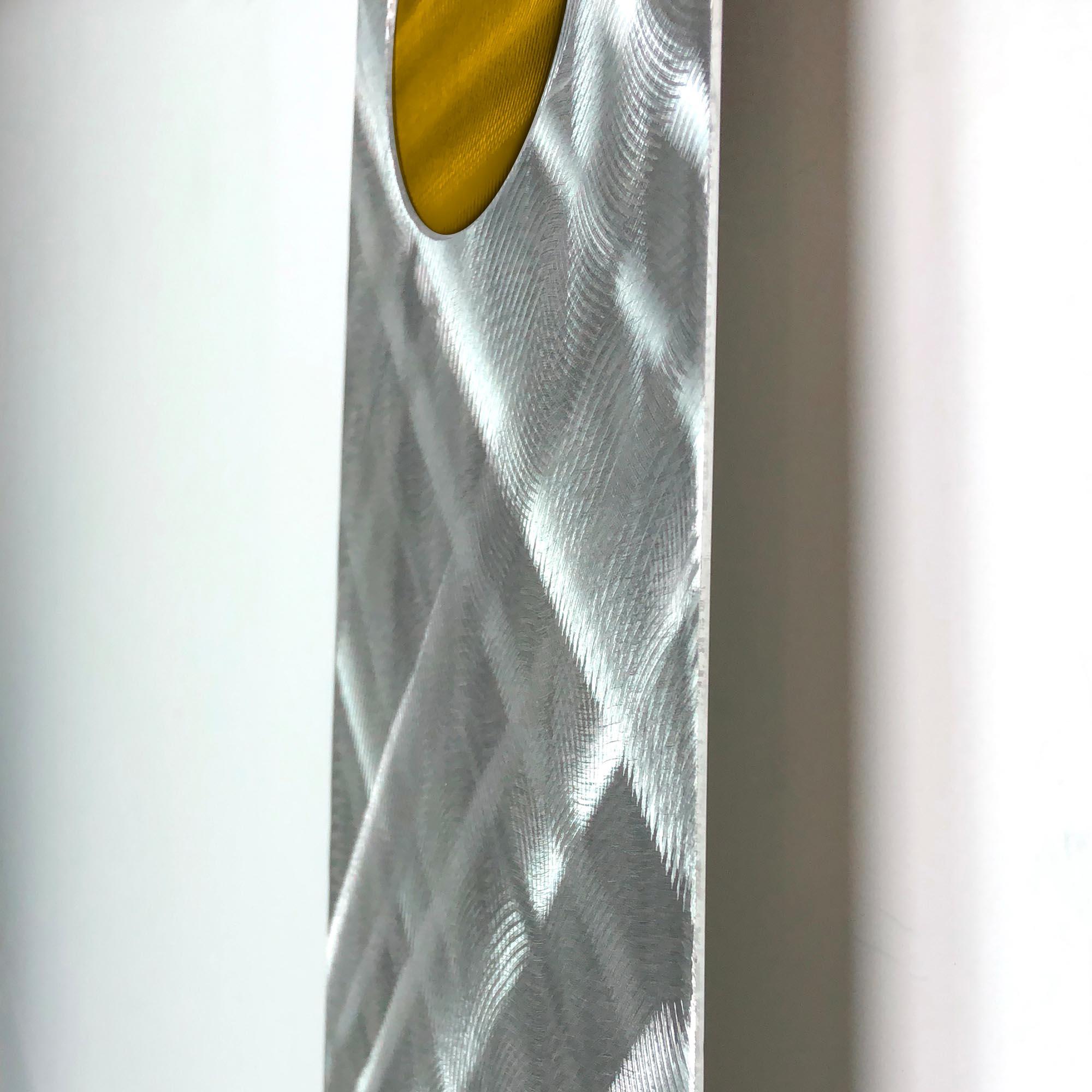 Plaid Relief Clock Gold - Image 3